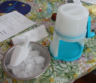 カキ氷の器械と氷.jpg