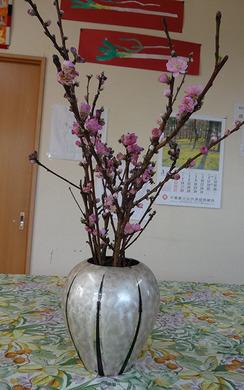 花瓶の桃の花(済).jpg
