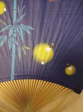 団扇の蛍の模様.jpg